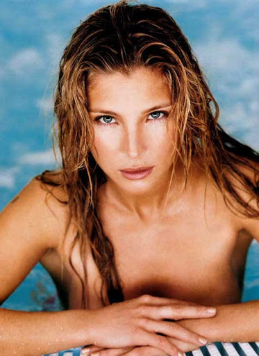 Elsa Pataky top less