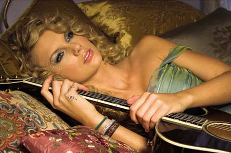 Taylor Swift, con guitarra